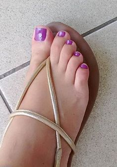 Pretty Toe Nails, Pretty Toes, Sexy Sandals, Bare Foot Sandals, Pies Sexy, Glitter French Nails, Purple Toes, Foot Pics, Beautiful Chinese Girl