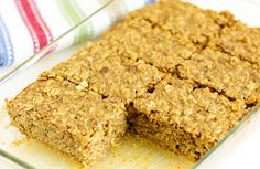 Banana Nut Quinoa Bars are a great way to eat quinoa for breakfast or a healthy snack. They're gluten free and full of healthy fats, fiber, and protein. High Protein Vegetarian Recipes, Healthy Snacks, Vegetarian Meals, Protein Snacks, Vegetarian Smoothies, Healthy Bars, Healthy Eating, Healthier Desserts, Healthy Recipes
