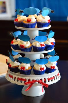 Donald Duck Birthday Party Food - Easy DIY adorable cup cakes!