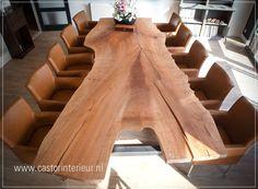 Robuuste boomstam-tafel 'Rode Plataan' Deze tafel is gemaakt van een uniek stuk hout: Deze plataan had een stam van zo'n 130 cm dik. Precies op de plaats waar de dikke stam splits is dit stuk hout uitgezaagd. Het totale blad is maar liefst 340 cm lang, en op het breedste stuk zo'n 175 cm breed! Hierdoor is de tafel geschikt voor 10 tot 14 personen! Geschikt als stamtafel in de kroeg, voor een notaris-kantoor, als vergadertafel, of bij je thuis als je een beetje ruimte hebt...