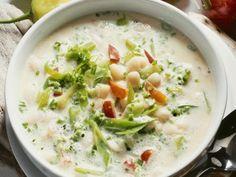 Lauchsuppen-Rezepte von EAT SMARTER machen Appetit auf mehr! Bekannt als Suppe für viele Gäste, zeigt diese Rezeptsammlung ein frisches Gesicht des Klassikers.
