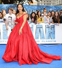 Girl crush  @badgalriri #Rihanna at the #Valerian premiere in London in @giambattistavalliparis  #ThisIsGlamour #GlamourBeauty #GirlCrush  via GLAMOUR ITALIA MAGAZINE OFFICIAL INSTAGRAM - Celebrity  Fashion  Haute Couture  Advertising  Culture  Beauty  Editorial Photography  Magazine Covers  Supermodels  Runway Models
