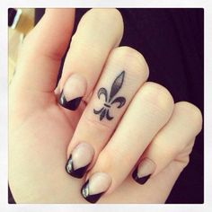 A beautiful tattoo to go with a cool manicure. #inked #Inkedmag #tattoo #beautiful #tattoo #finger #filigree #small #tiny