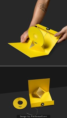 Like this minimalistic package. Seems more practical than struggling to get the cd off the center ring you normally find in common cd cases. Cd Cover Design, Cd Design, Album Design, Book Design, Creative Design, Graphic Design, Cd Packaging, Pretty Packaging, Packaging Dielines