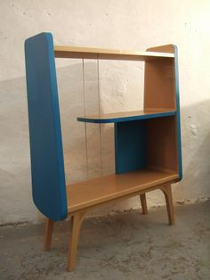 Beatiful cardboard furniture by Miss Julia //www.miss-julia.com Very preside design. Love it.