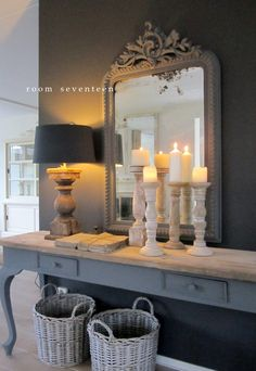 Room Seventeen: Kerstmoment - Amazing Homes Interior Decoration Hall, Entryway Decor, Entryway Tables, Interior Decorating, Interior Design, Living Room Lighting, Home And Living, Painted Furniture, Family Room