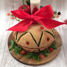 Pizza natalizia - Ricetta di per 6 persone - Pronto in 30 minuti Salsa, Prosciutto Crudo, Watermelon, Play 1, Christmas Ornaments, Fruit, Holiday Decor, Film, Movie