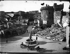 Photo of Bombarded section of the Old Town by the Germans during WWII. Note that at the time, Rhodes (and the Dodecanese Islands) were under Italian rule - a German ally. A great number of monuments were completely destroyed. Old Town Rhodes, Greece Rhodes, Medieval Town, Rare Photos, Rhode Island, Dolores Park, The Past, Old Things, Monuments