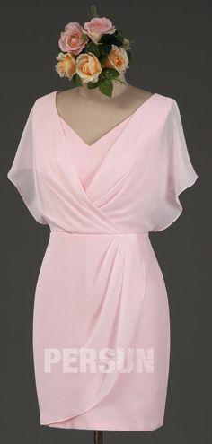 - Robes - Robe cocktail courte indigo clair col v drapée avec manches cape simple pink cocktail dress with sleeve for mother of bride. Cocktail Rose, Elegant Cocktail Dress, V Neck Cocktail Dress, Fashion 101, Fashion Outfits, Cocktail Dresses With Sleeves, Dresses Elegant, Bridal Robes, Couture