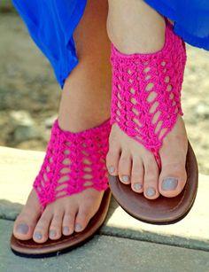 Short Gladiator Flippies pattern by Simone Gattis Crochet Sandals, Crochet Boots, Crochet Slippers, Knit Crochet, Crochet Crafts, Crochet Projects, Crochet Designs, Crochet Patterns, Flip Flop Craft