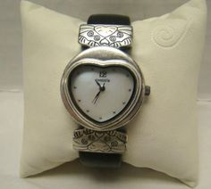 CHICOS-LADIES-HEART-FACE-MOTHER-OF-PEARL-RUNNING-WRIST-WATCH-BLACK-SNAKE-BAND