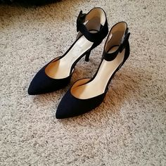 Liz Claiborne Navy ankle strap heels Suede. NEVER WORN Liz Claiborne Shoes Heels