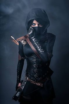 Cool thief or assassin costume. Gotta be dressed in all black for this gig. The brown leather highlights are a nice touch.