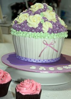 giant cupcake decorating ideas | Giant Girls Cupcake1 - Cake Decorating Community - Cakes We Bake & Big+Cupcake+Decorating+Ideas | ... know i love cupcakes and of ...