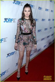 Hailee Steinfeld Meets Up With Usher at JDRF Imagine Gala 2017