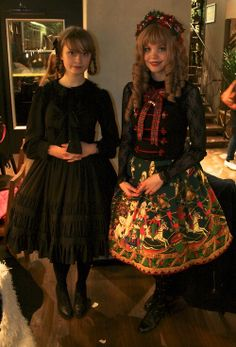danslesroses:  hanna in victorian maiden, and bella had made her own outfit!
