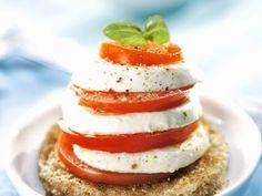 Tomaten-Mozzarella-Salat ist ein Rezept mit frischen Zutaten aus der Kategorie Fruchtgemüse. Probieren Sie dieses und weitere Rezepte von EAT SMARTER!