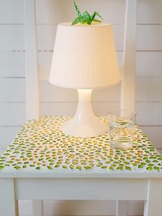 Un mosaico fai da te per decorare un comodino - Ispirando