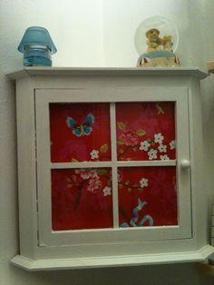 Painted cupboard (PiP wallpaper)