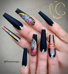 The advantage of the gel is that it allows you to enjoy your French manicure for a long time. There are four different ways to make a French manicure on gel nails. Black Nail Designs, Beautiful Nail Designs, Beautiful Nail Art, Gorgeous Nails, Pretty Nails, Nail Art Designs, Black Coffin Nails, Matte Black Nails, Black Nail Art