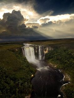Chinak Meru Falls, it is one of the most impresionant waterfalls in the Canaima National Park, Venezuela