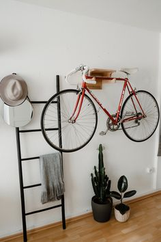 Discover recipes, home ideas, style inspiration and other ideas to try. Rental Decorating, Interior Decorating, Interior Design, Functional Furniture, Bike Wall, Diy Bike, Bike Storage Apartment, Diy Design, Minimalist Design