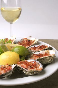 Bourbon Roasted Oysters with Spicy Bacon Butter. i think Daniel just fainted. Bacon Recipes, Fish Recipes, Seafood Recipes, Gourmet Recipes, Cooking Recipes, Gourmet Desserts, Plated Desserts, Grilled Oysters, Gastronomia