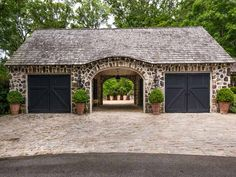 Innenarchitektur 103 Post Oak Trl, Athens GA 30606 - Zillow Tips For Cleaning Lawn Furniture & Other Garage House, Carriage House Garage, Barn Garage, Garage Plans, My House, Garage Doors, Future House, Porte Cochere, Garage Design