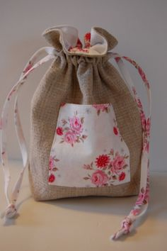 Small drawstring bag with pocket - photo tutorial (can also translate the written instructions)