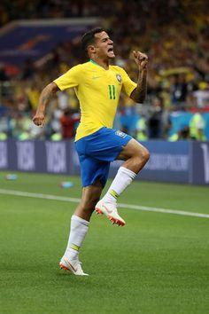 Brazil Football Team, Football Is Life, Sport Football, Football Players, Coutinho Wallpaper, Soccer Jokes, Fifa 2018, Soccer Backgrounds, Soccer Pictures