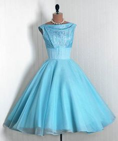 Vintage Baby Blue, Love this color. Look Retro, Look Vintage, Vintage Wear, Vintage Beauty, Old Dresses, Vintage Style Dresses, Vintage Outfits, Vintage Clothing, Pretty Outfits