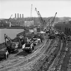 DLR Tunnel Construction (Photo Mike Seaborne). 1980s London Map, Old London, London Docklands, Isle Of Dogs, Plantagenet, London History, Vintage London, Vintage Pictures, Rivers