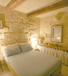 Simple Rooms, Stone Homes, Natural Homes, Provence, Beds, Pergola, Shabby, Cottage, Bedroom