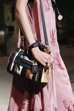 Coach 1941 Spring 2019 Ready-to-Wear Collection - Vogue Spring Fashion Outfits, Fashion Bags, Fashion Backpack, Fashion Show, Fashion Design, Coach Handbags, Coach Bags, T Bag, Coach 1941