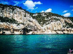 """Karibische Traumstrände, umgeben von unendlichem blauem Wasser, viele Hügellandschaften und Berge zum Erklimmen, Traumurlaub zu einem erschwinglichen Preis – so ungefähr könnte man die Traumurlaubsdestination """"Sardinien"""" in kurzen Worten beschreiben. Strand, Grand Canyon, Nature, Outdoor, Travel, Europe, Photos, Sardinia, Caribbean"""
