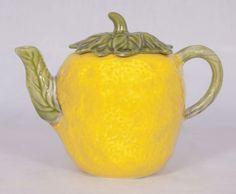 Excellent lemon Majolica tea pot