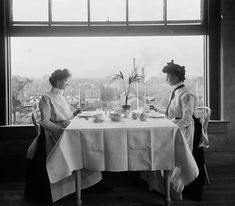 """Circa """"Window in girls' restaurant, National Cash Register Co."""" inch glass negative by William Henry Jackson :: Shorpy Historic Picture Archive :: Light Lunch: 1902 high-resolution photo Antique Photos, Vintage Photographs, Old Photos, Vintage Photos, 1920s, Lunch Photos, Henry Jackson, Dayton Ohio, Old Soul"""