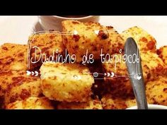 Dadinho de tapioca com queijo coalho Aperitivos Finger Food, Mary Kay, Finger Foods, French Toast, Food And Drink, Menu, Banana, Cooking, Breakfast
