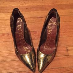 Sam Edelman pumps Stunning gold with black pumps, suede detail on the back side. Elegant to wear at night, yet  can be worn casually during the day. Hardly worn, in an excellent condition. Sam Edelman Shoes Heels