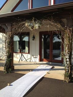 i like this idea for my Wedding Arch. bt would have to decorate it more to my liking