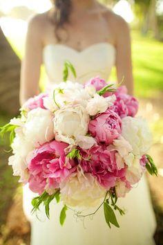 Pink and white wedding floral bouquet // Anna Kim Photography // Lois Hiranaga Floral Design