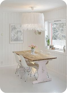 spirello: White ostrich feather + large lampshade