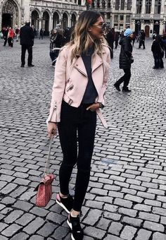 101 Street Style Ideas You Must Copy Right Now Visit to see full collection Spring Outfits, Trendy Outfits, Fashion Outfits, Summer Outfit, Look Rose, Look Office, Cuir Rose, Leather Jacket Outfits, Street Style