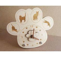 ハンドメイド作品の通販・販売サイトminne(ミンネ)では、猫と肉球をモチーフにした雑貨を販売している。