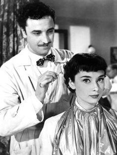 Roman Holiday (A Princesa e o Plebeu) foi o primeiro filme estrelado por Audrey Hepburn na América. Iconic Movies, Classic Movies, Good Movies, Gregory Peck, Cary Grant, Golden Age Of Hollywood, Old Hollywood, Hollywood Icons, Hollywood Glamour