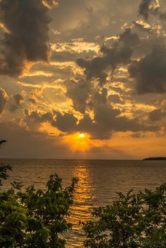 Lake Erie Sunset from Put-in-Bay, Ohio......REALLY want to go to the Great Lakes!!!