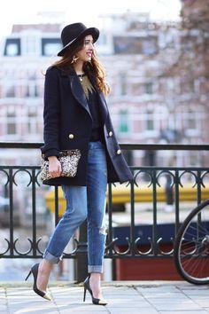 <3 navy blue blazer and boyfriend fit jeans <3