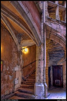 "A ""traboule"" in Vieux Lyon Spain Travel, France Travel, Week End Lyon, Hidden Passageways, Wonderful Places, Beautiful Places, Lyon City, Medieval, France"