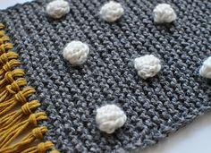 DIY to pimp up your scarf. With pom poms, fringes or bobbles.