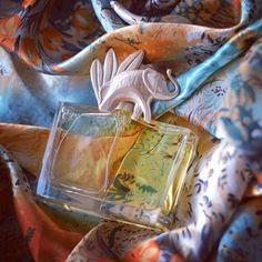 Happy Wednesday dear friends! Spring days get warmer & warmer! It's high time to take out of the closet the most wild vivid and spicy scents. Today our choice is Kenzo Jungle L'Elephant / Друзья всем желаем замечательной среды!  Каждый новый весенний день становится всё теплее и теплее! Самое время достать из глубины шкафа пряные яркие и пленительные восточные ароматы. Наш сегодняшний выбор Kenzo Jungle L'Elephant #kenzo #kenzojungle #kenzojunglelelephant #vintage #parfum #perfume…